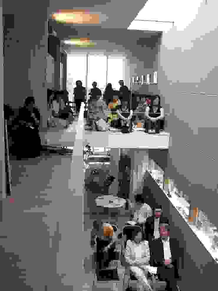 途上の家 オリジナルデザインの 多目的室 の 畠中 秀幸 × スタジオ・シンフォニカ有限会社 オリジナル