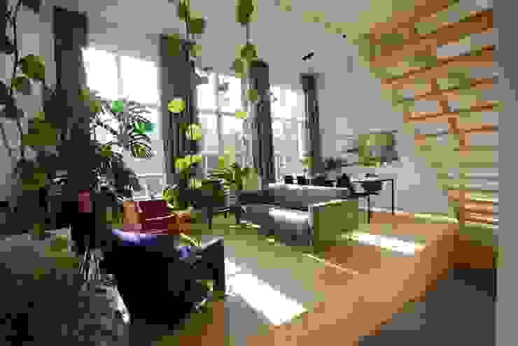 Woonkamer bovenwoning Moderne woonkamers van Gunneweg & Burg Modern