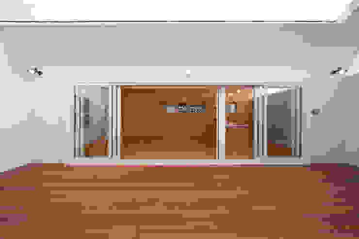長閑の家 モダンデザインの テラス の プラソ建築設計事務所 モダン
