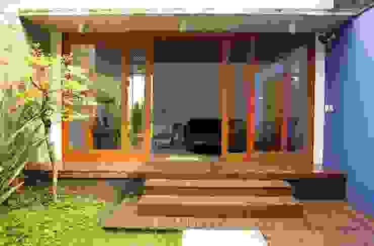 現代房屋設計點子、靈感 & 圖片 根據 Ana Sawaia Arquitetura 現代風