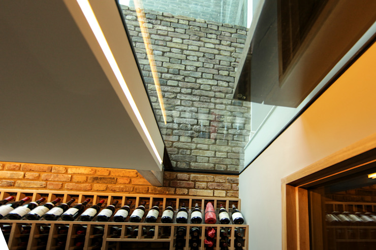 Walk-On Glass Ceiling to Wine Cellar Murs & Sols modernes par Maxlight Moderne