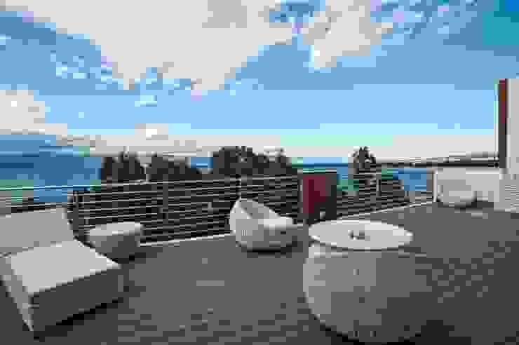 Francesca Ignani Interiors Mediterranean style balcony, porch & terrace