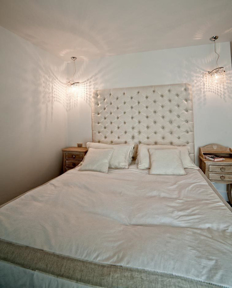Francesca Ignani Interiors BedroomBeds & headboards