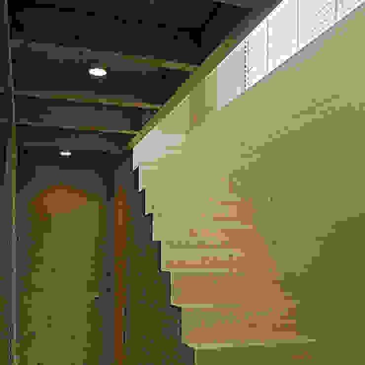 Corredores, halls e escadas minimalistas por becker architekten Minimalista