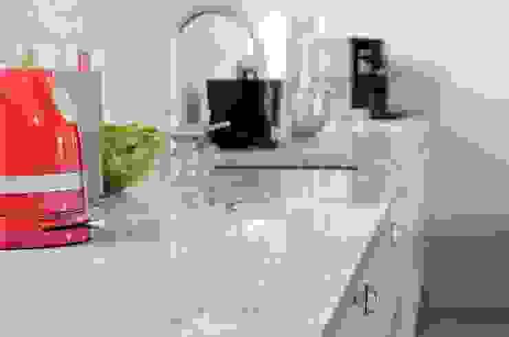 Classic style kitchen by GRANMAR Borowa Góra - granit, marmur, konglomerat kwarcowy Classic
