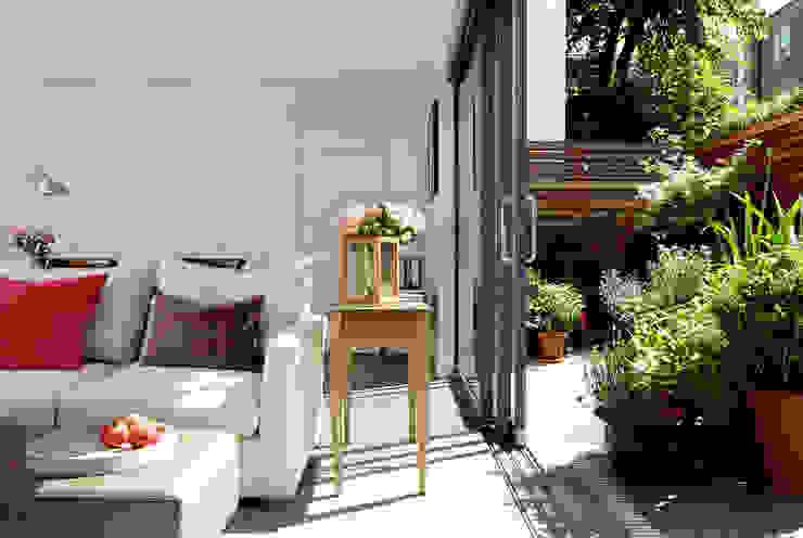 Open-Plan Kitchen/Living Room, Ladbroke Walk, London Гостиная в стиле модерн от Cue & Co of London Модерн
