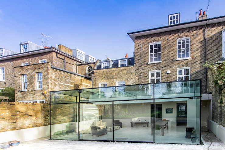 Barnes, London: Culmax Glass Box Extension:  Conservatory by Maxlight, Modern