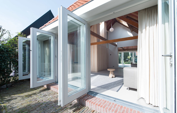 Modern windows & doors by UMBAarchitecten Modern