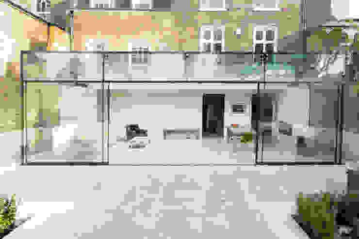 Barnes, London; Culmax Glass Box Extension and Maxlight Doors Moderne Fenster & Türen von Maxlight Modern