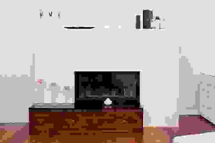 Modern living room by GRANMAR Borowa Góra - granit, marmur, konglomerat kwarcowy Modern