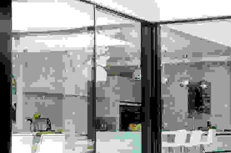 Stonehill, London Puertas y ventanas modernas de Maxlight Moderno
