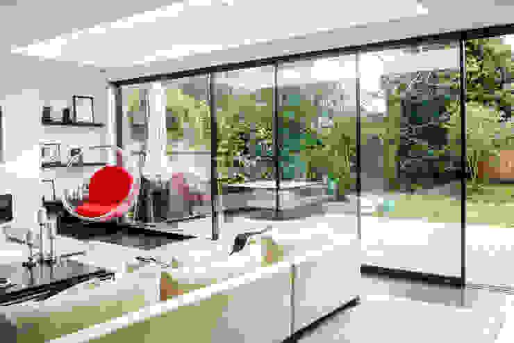 Stonehill, London Окна и двери в стиле модерн от Maxlight Модерн