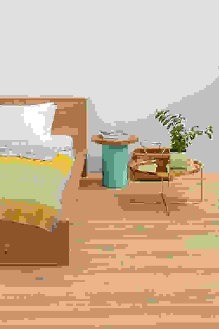 Side table ENOKI Modern Bedroom by e15 Modern