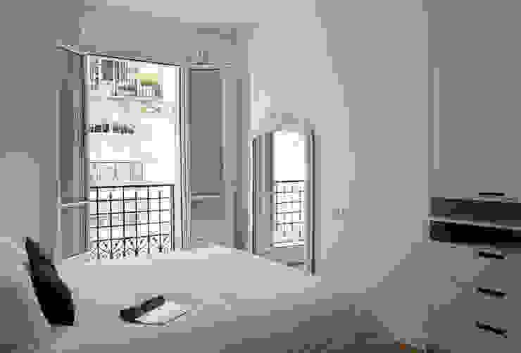 Minimalist bedroom by ATELIER FB Minimalist