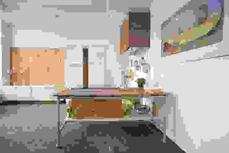 Minimalist kitchen by Modularis Progettazione e Arredo Minimalist
