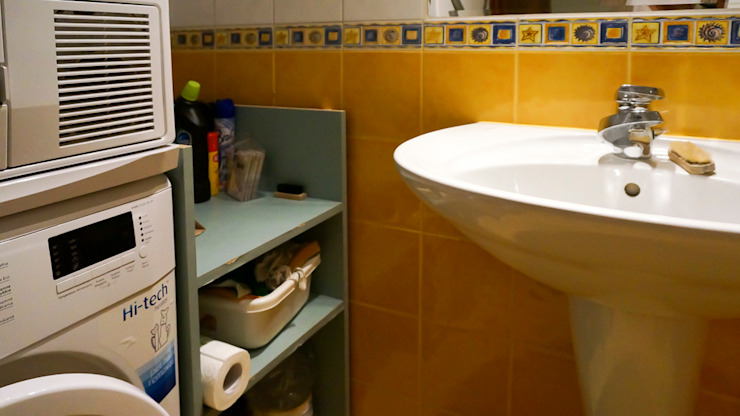 Mała łazienka przed zmianą od Home Staging Studio AP Nowoczesny