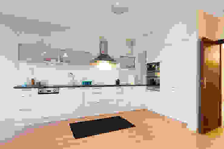 Kuchnia po zmianie od Home Staging Studio AP Nowoczesny