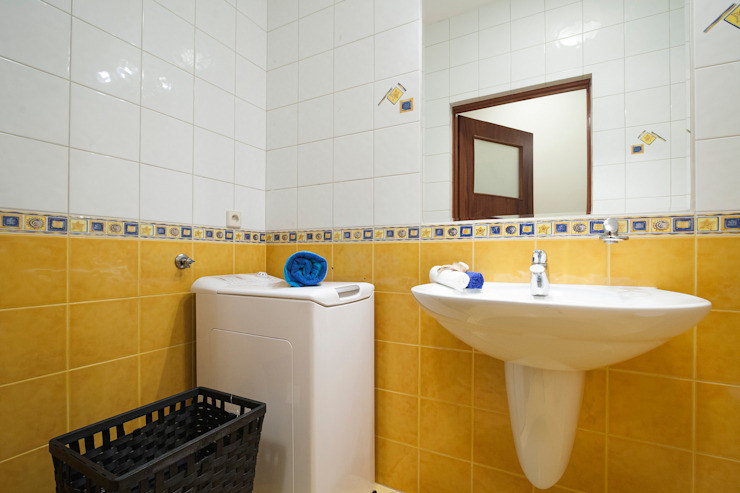 Mała łazienka po zmianie od Home Staging Studio AP Nowoczesny