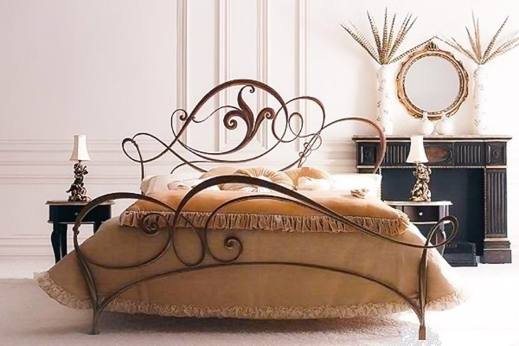 Luxury Wrought Iron Bed por Maison Noblesse Moderno