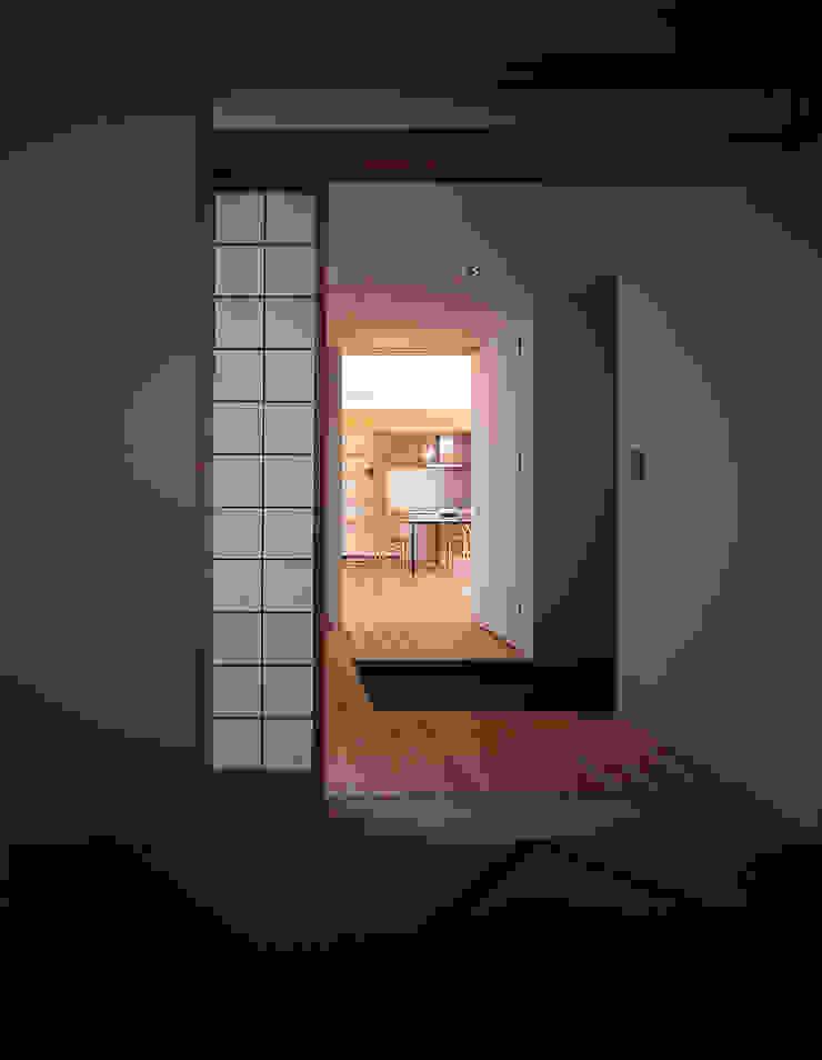 ¬(サシガネの家) オリジナルスタイルの 玄関&廊下&階段 の 岩本賀伴建築設計事務所 オリジナル