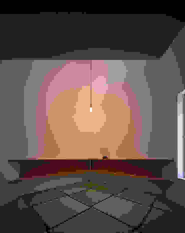 ¬(サシガネの家) オリジナルデザインの 多目的室 の 岩本賀伴建築設計事務所 オリジナル