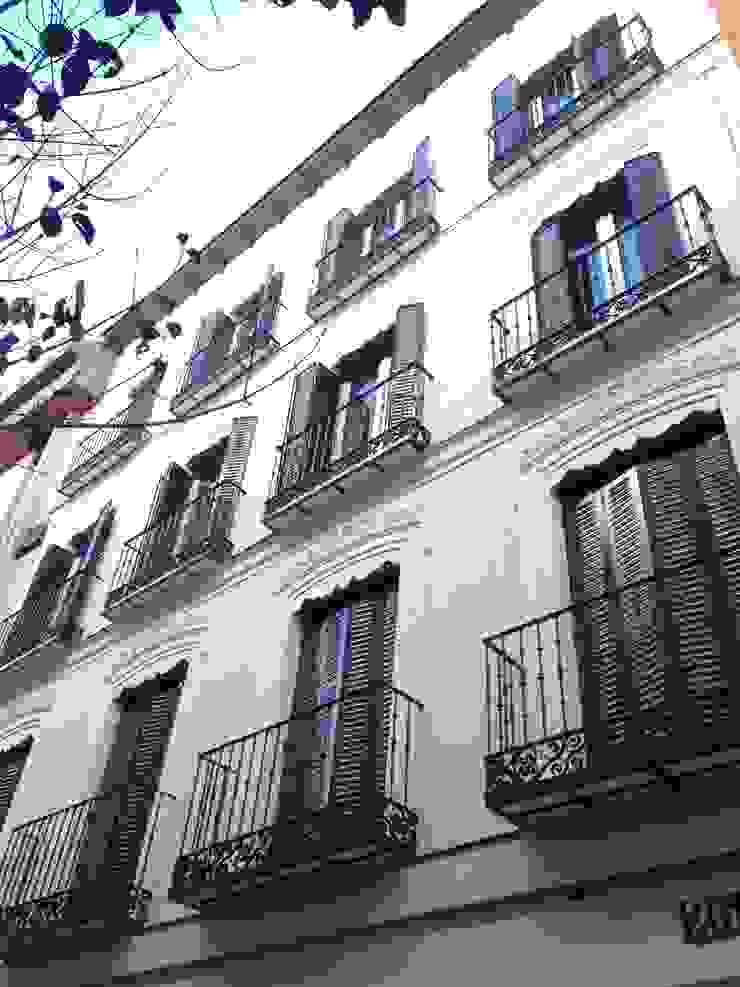 SAN LORENZO 26 Casas de estilo clásico de estudio551 Clásico