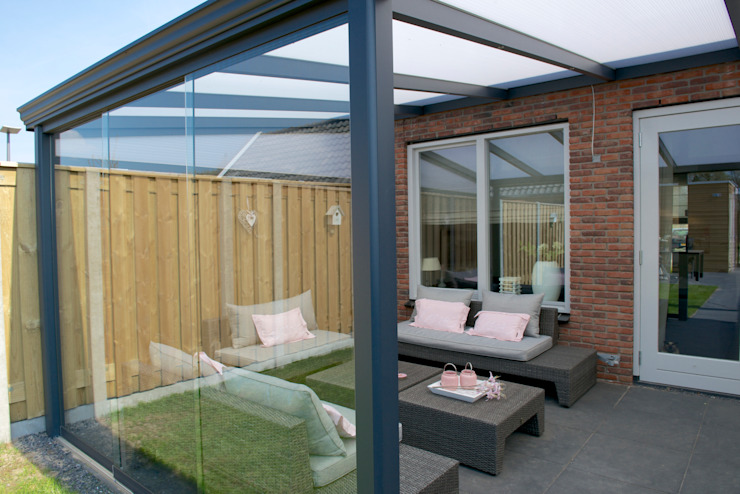 Aluminium Terrassenüberdachung / Sunroom von DWZ Moderner Balkon, Veranda & Terrasse von homify Modern