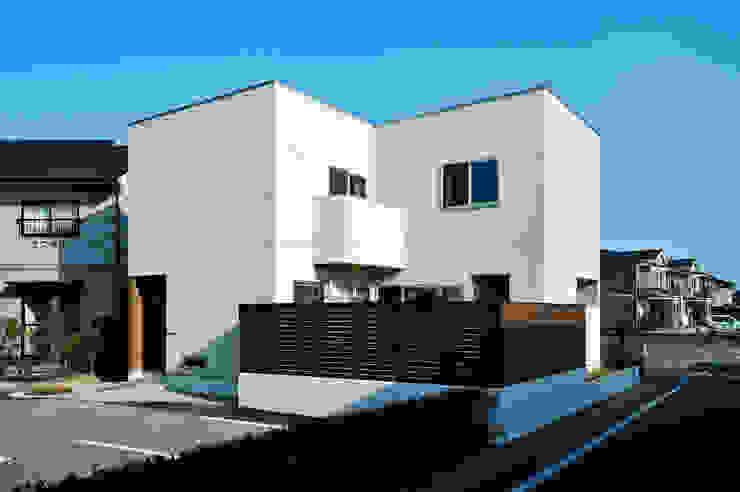 アウトリビングのある家: 青木建築設計事務所が手掛けた家です。,モダン