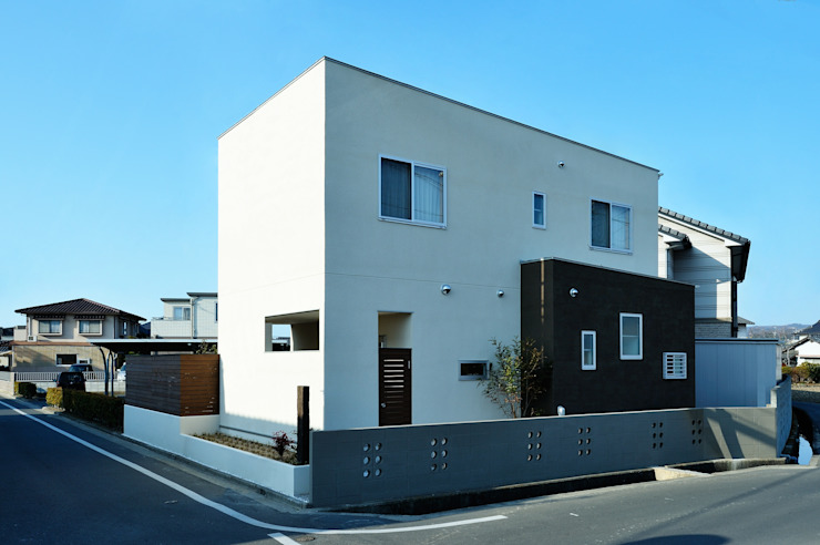 アウトリビングのある家 モダンな 家 の 青木建築設計事務所 モダン