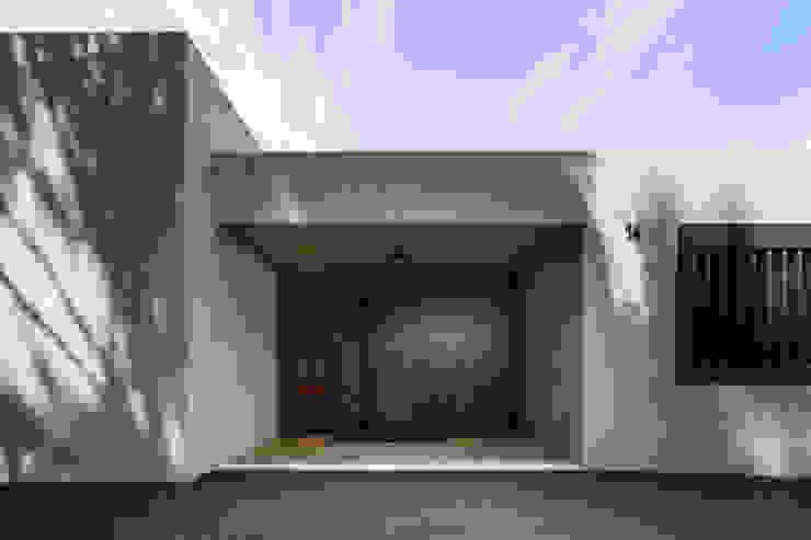 Haus Fluh Moderne Fenster & Türen von marte-huchler Modern