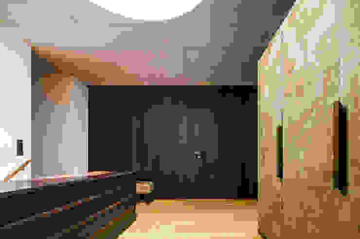 Eingang Moderner Flur, Diele & Treppenhaus von marte-huchler Modern