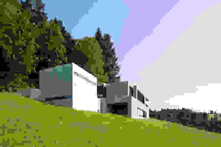 Haus Fluh Moderne Häuser von marte-huchler Modern