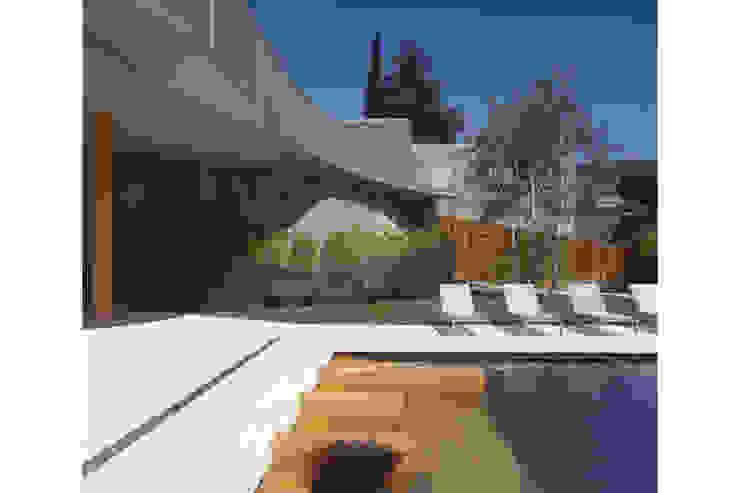 Piscina en hotel Piscinas de estilo moderno de CONILLAS - exteriors Moderno