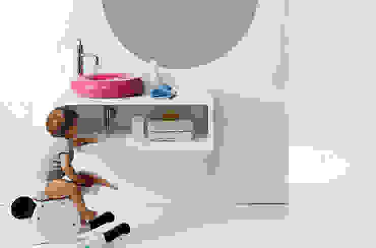 Lavabo SALVAGENTE sobre mueble CASCO. de Boing Original Moderno