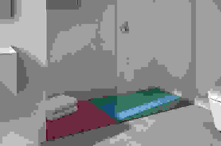 Módulos de ducha en poliuretano fléxible. TABLE y LOSA de Boing Original Moderno