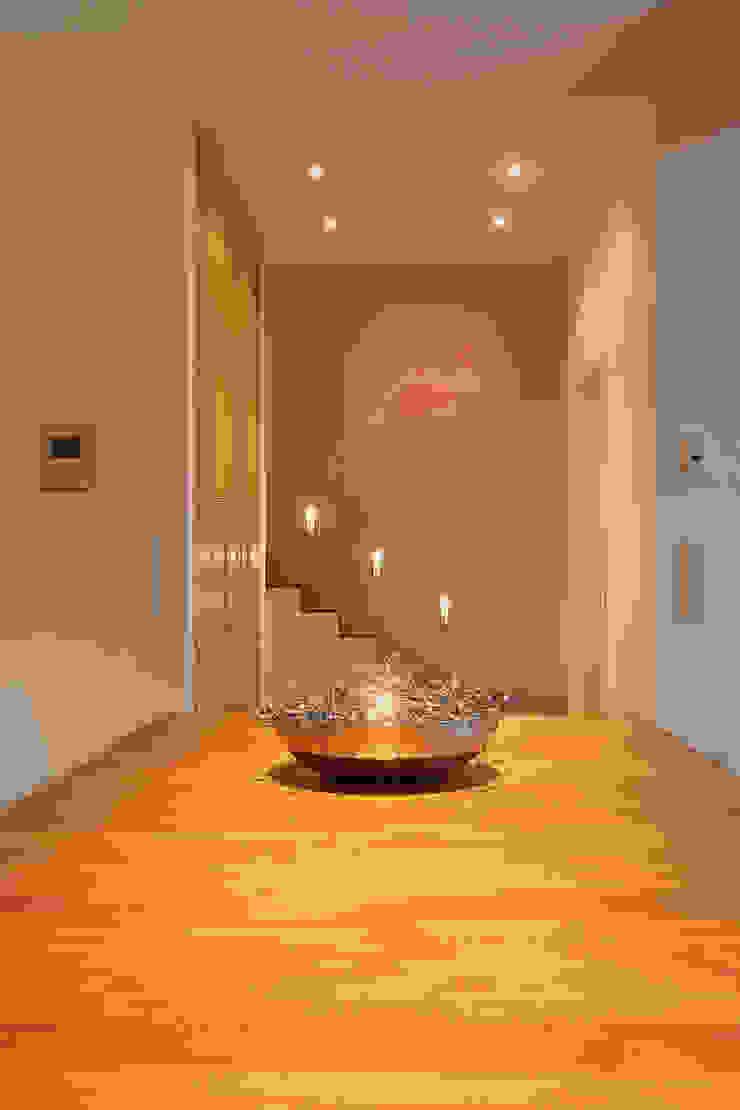 wirges-klein architekten Modern corridor, hallway & stairs