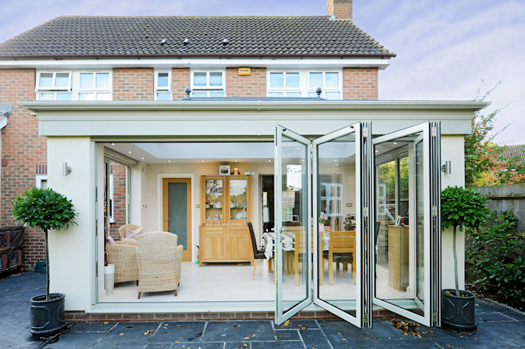 Aluminium orangery with bi fold doors Modern style conservatory by ROCOCO Modern
