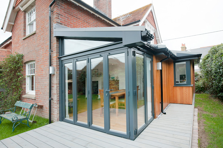 Bi Folding Door with Floating Corner Post Design Modern windows & doors by homify Modern