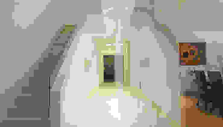 Moderne gangen, hallen & trappenhuizen van wirges-klein architekten Modern