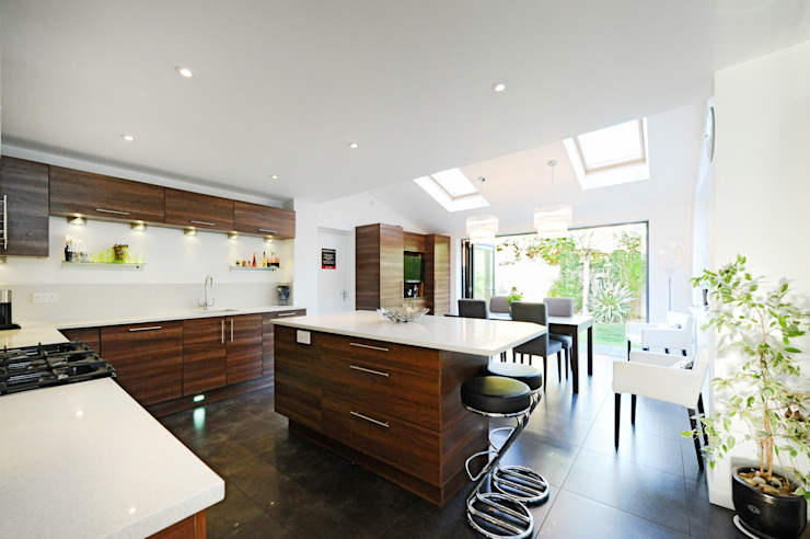 Kitchen Extension with Bi Folding Doors homify Modern windows & doors