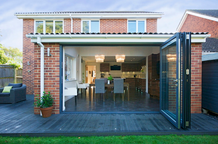 Kitchen Extension with Bi Folding Doors homify Modern Windows and Doors