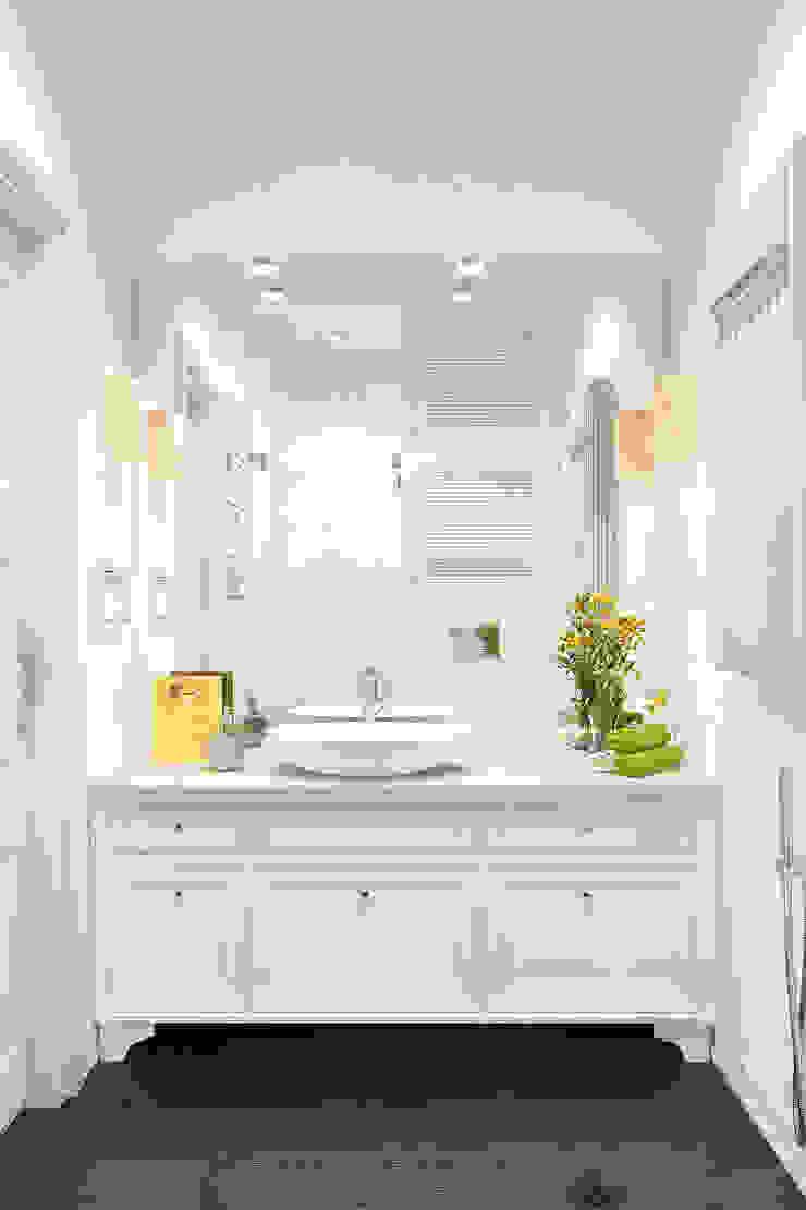 Корица с молоком Ванная комната в скандинавском стиле от Reroom Скандинавский