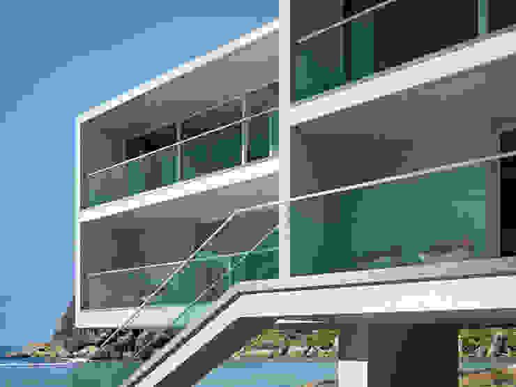 Frameless Glass U IAM Design Balconies, verandas & terraces Accessories & decoration