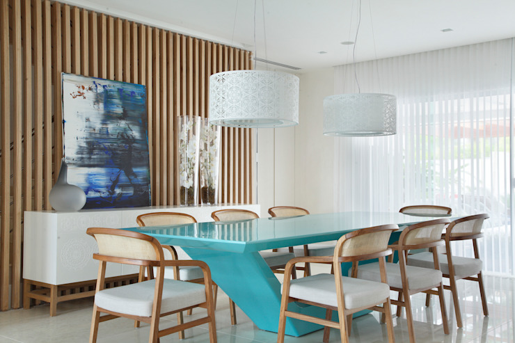 Modern dining room by Leila Dionizios Arquitetura e Luminotécnica Modern