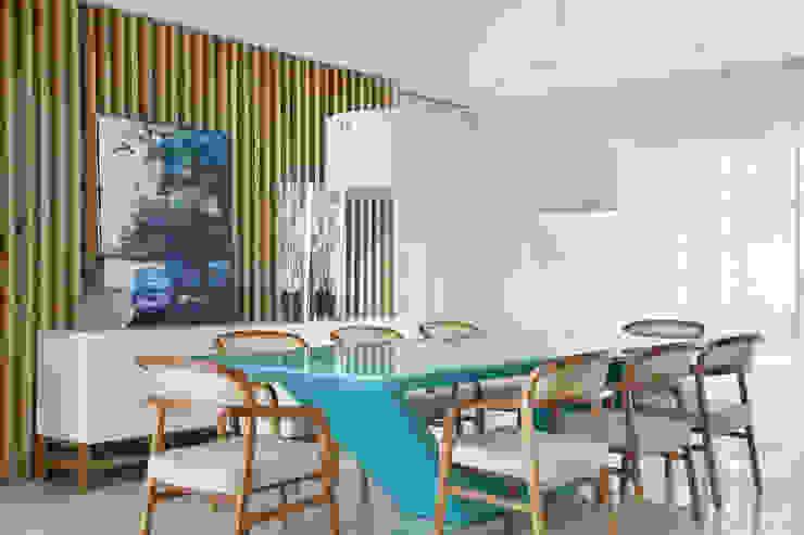 غرفة السفرة تنفيذ Leila Dionizios Arquitetura e Luminotécnica