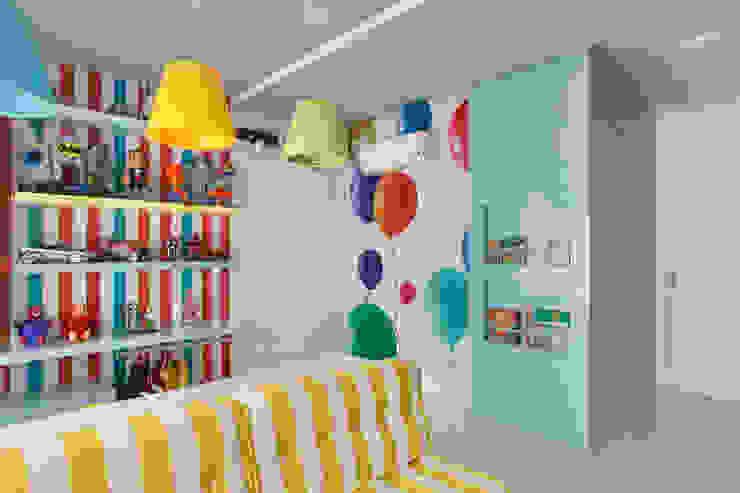 Quartos de criança  por Leila Dionizios Arquitetura e Luminotécnica,