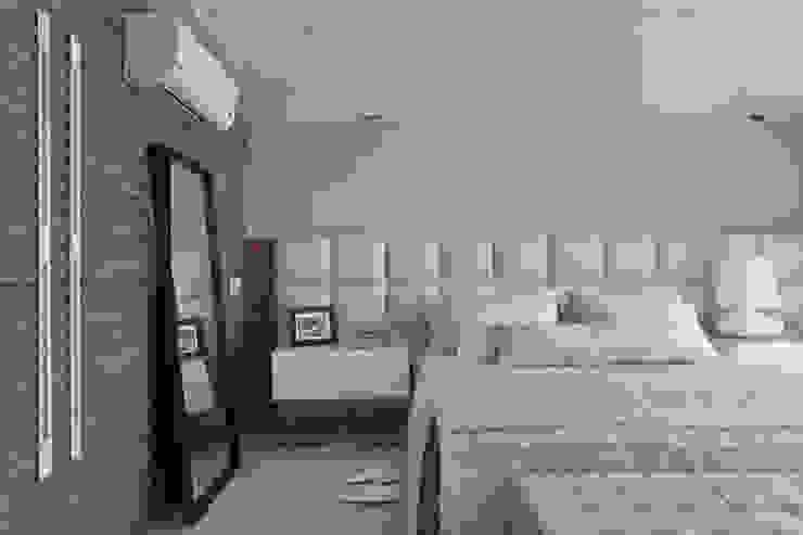 Modern style bedroom by Leila Dionizios Arquitetura e Luminotécnica Modern