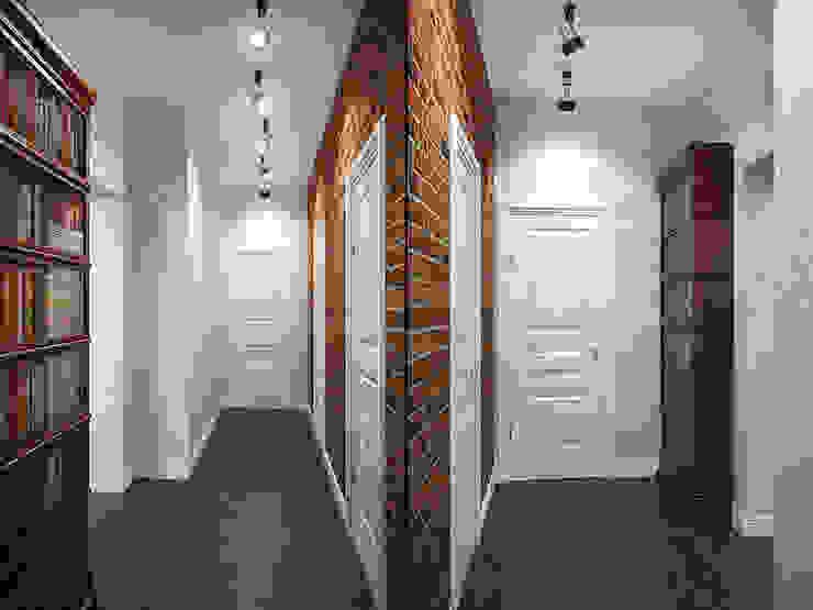 Лофт в петербургском стиле Коридор, прихожая и лестница в стиле лофт от Студия дизайна интерьера Маши Марченко Лофт
