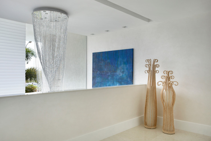 Arquitetura Residencial | Casa de luxo na Barra da Tijuca Corredores, halls e escadas modernos por Leila Dionizios Arquitetura e Luminotécnica Moderno