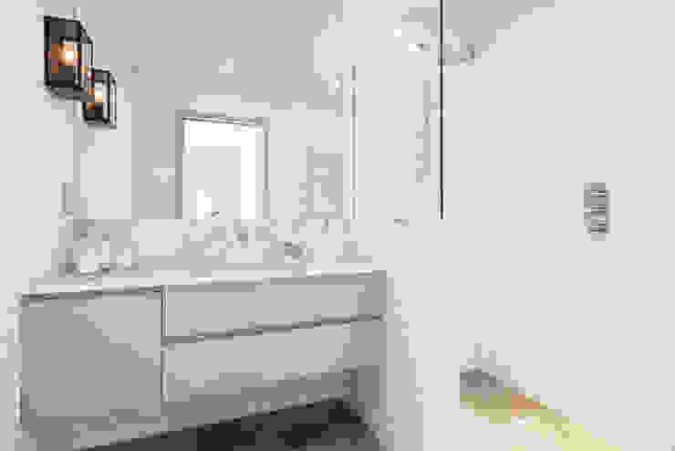 Bathroom 現代浴室設計點子、靈感&圖片 根據 Studio Duggan 現代風